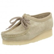 Clarks Women's Wallabee Shoe,Sand,9 M